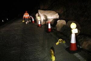 Imatge de la roca de grans dimensions que ha caigut a la carretera C-233 a la Granadella, el dia 13 de gener de 2020.