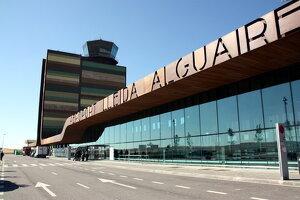 Imatge d'arxiu de l'exterior de la terminal de l'Aeroport de Lleida-Alguaire