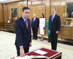 Pla americà del líder del PSOE, Pedro Sánchez, prometent el càrrec de president del govern espanyol davant del rei Felip VI al Palau de la Zarzuela, el 8 de gener de 2020