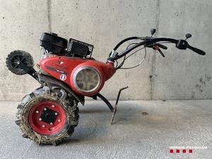 Imatge del motocultor sostret del magatzem recuperat pels Mossos d'Esquadra