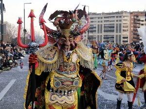 Pla mitjà d'un dels participants a la Rua de Carnaval de Lleida