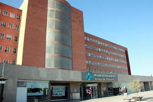 Façana de l'Hospital Arnau de Vilanova de Lleida en una imatge d'arxiu