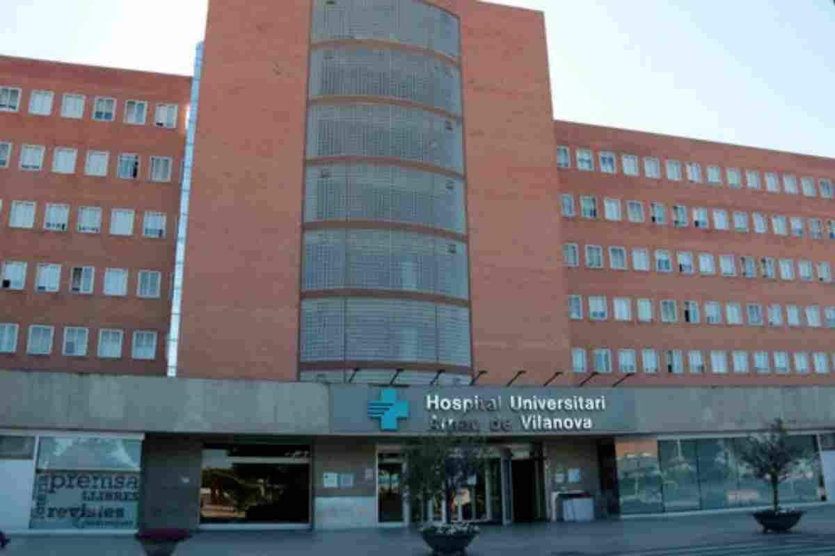 Pla general de la façana principal de l'Hospital Universitari Arnau de Vilanova de Lleida