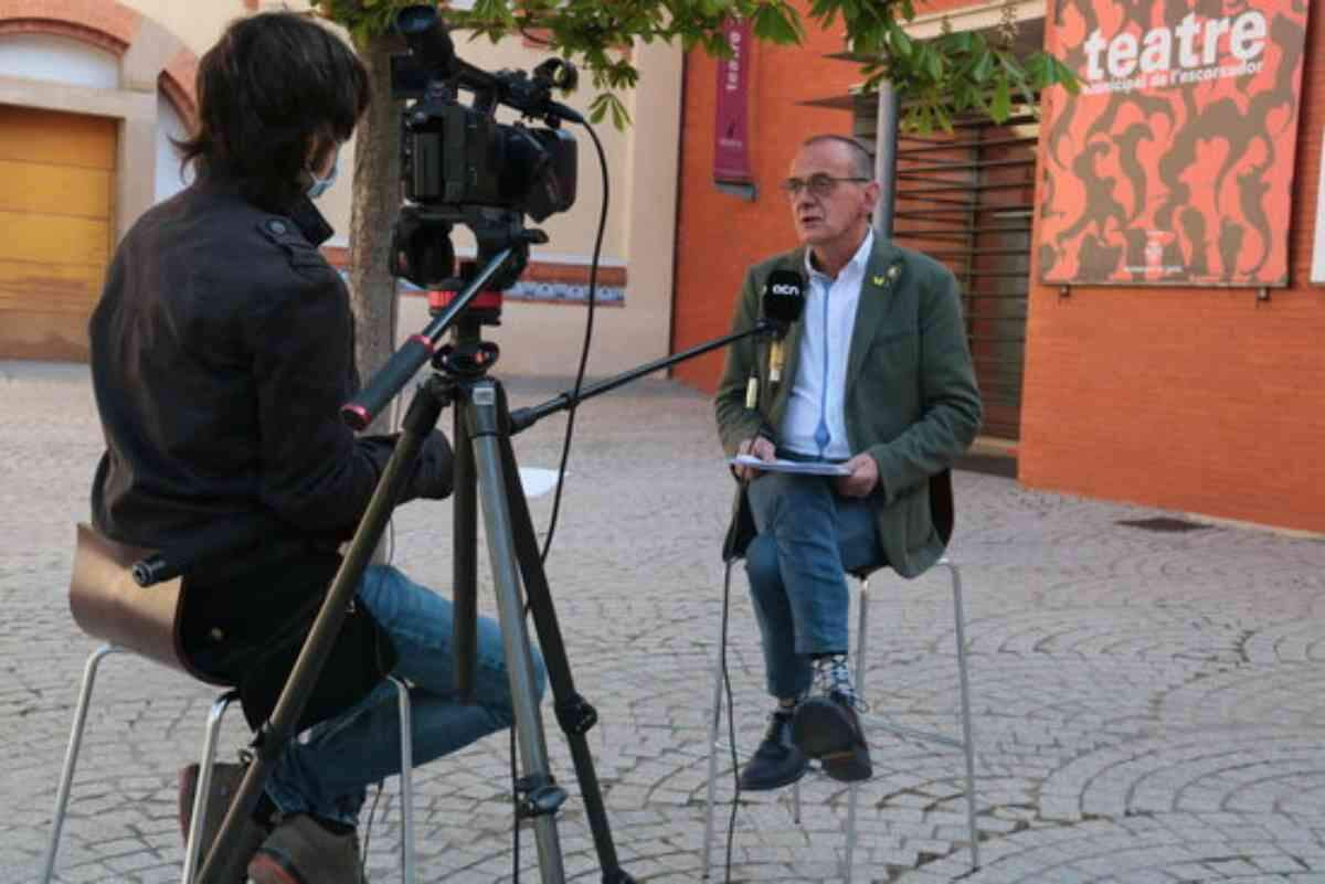 Pla obert on es pot veure un moment de l'entrevista de l'ACN a l'alcalde de Lleida, Miquel Pueyo