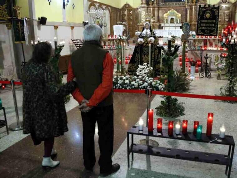 Pla obert de dos veïns de Lleida mostrant la seva devoció a la Mare de Déu dels Dolors de Lleida