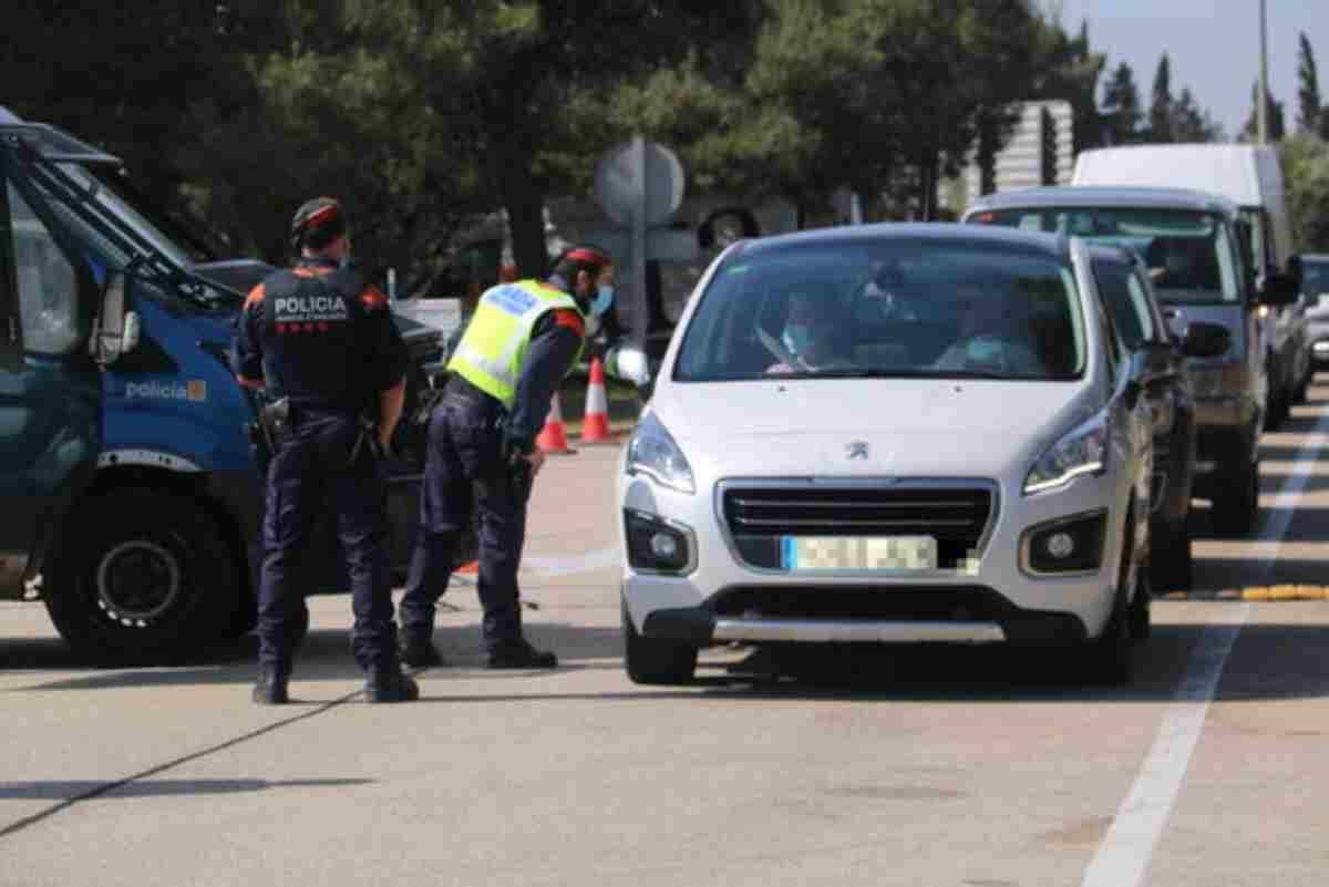 Pla general del control de mobilitat que han fet els Mossos a l'àrea de servei del Baix Ebre, a l'AP-7