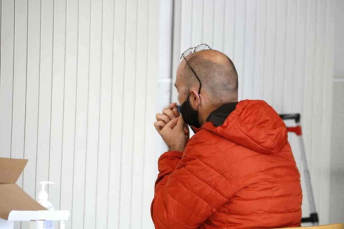 Pla mig d'una de les primeres persones que ha participat al cribratge de la UdL, agafant-se ella mateixa la mostra nasal