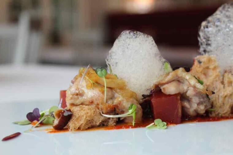 Detall d'un plat cuinat complint amb els criteris del distintiu 'Restaurant Verge Extra' promogut pel Consell Comarcal de les Garrigues