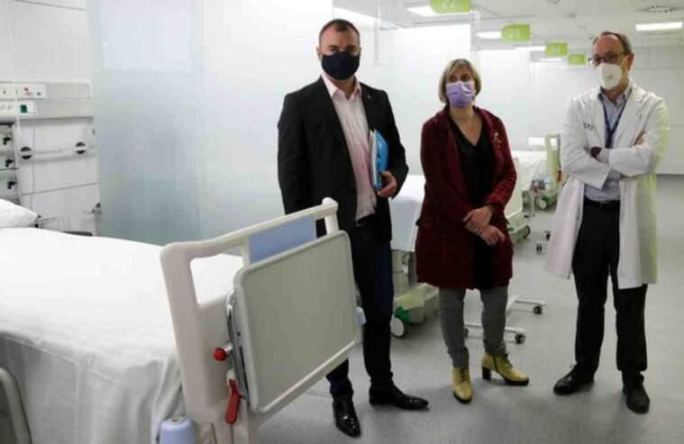 Imatge de la consellera de Salut, Alba Vergés, i l'alcalde de Terrassa, Jordi Ballart, visitant el nou mòdul polivalent de l'Hospital de Terrassa
