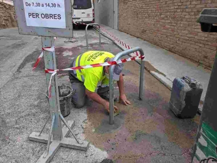Imatge de les obres per habilitar aparcabicicletes a Balaguer