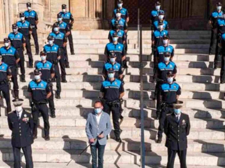 Imatge dels nous agents de la Guàrdia Urbana de Lleida a la Seu Vella