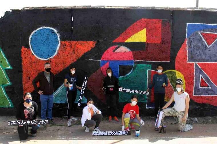 Imatge d'un mural pintat per joves a Tàrrega