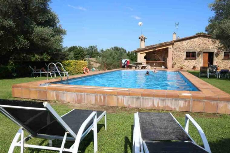 Pla general de la piscina d'una casa de turisme rural de Monells