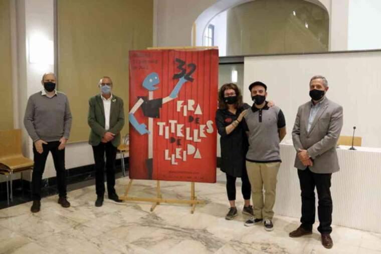 Pla general dels directors de Fira de Titelles, Elisabet Vallbé i Oriol Ferré, amb representants institucionals de la Paeria i la Diputació de Lleida