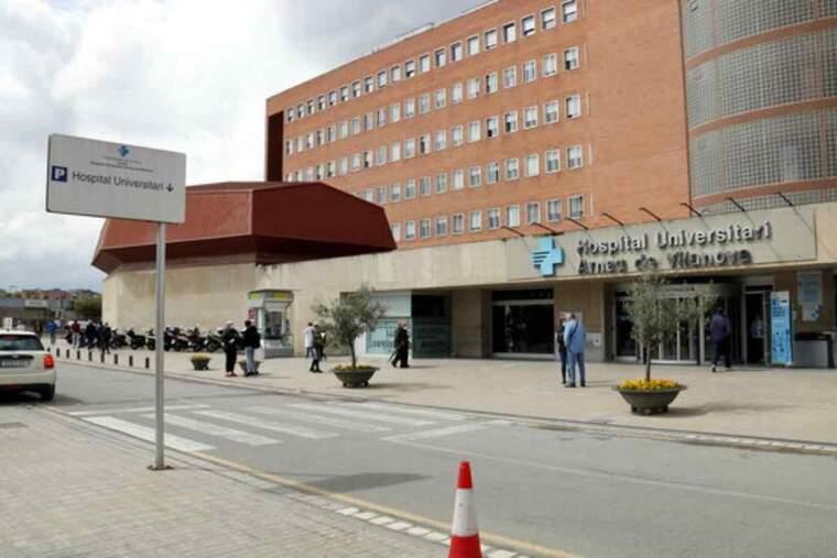 Pla obert de l'entrada principal de l'Hospital Universitari Arnau de Vilanova de Lleida