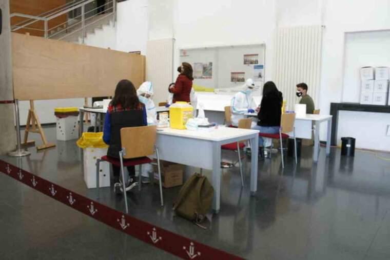 Pla obert d'estudiants i professorat de la UdL, al Campus de Cappont, en el primer dels cribratges programats per Salut