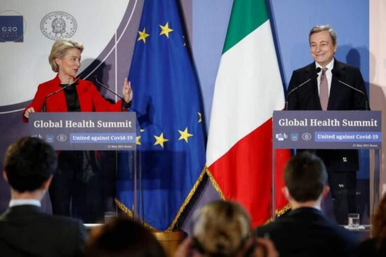 El primer ministre italià, Mario Draghi, i la presidenta de la Comissió Europea, Ursula von der Leyen, en la roda de premsa de la cimera virtual del G20 sobre la salut