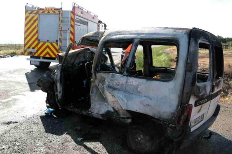 Imatge d'un dels dos vehicles implicats en l'accident de trànsit mortal a l'L-702, al terme municipal d'Artesa de Lleida