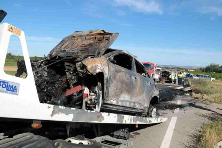 Imatge d'un dels dos vehicles implicats en l'accident mortal a l'L-702, al terme municipal d'Artesa de Lleida