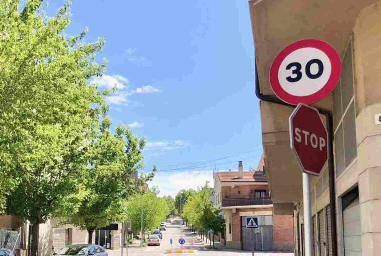 Imatge d'una senyal de 30 a Solsona