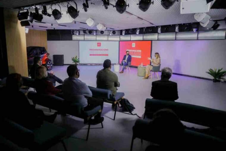 Pla general de la presentació de l'estudi en el marc de la segona jornada 'Programacions segures en temps de pandèmia'