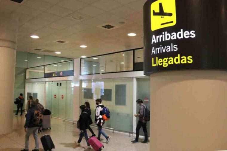 Pla general de la zona d'arribades de l'aeroport del Prat