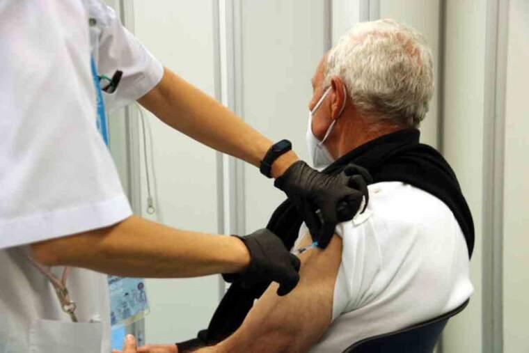 Pla general d'un moment de la vacunació amb Pfizer a Manresa