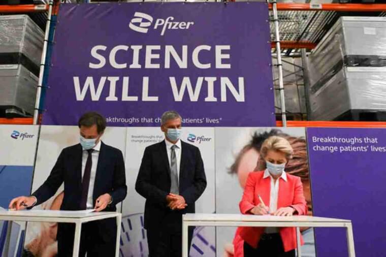 Ursula von der Leyen, presidenta de la Comissió Europea, a la fàbrica de Pfizer a Puurs-Sint-Amands, on es produeix la vacuna de Pfizer-BioNTech