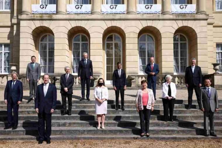Foto de família de la reunió de responsables de Finances del G-7, a Londres, on han acordat una nova reforma de la fiscalitat global