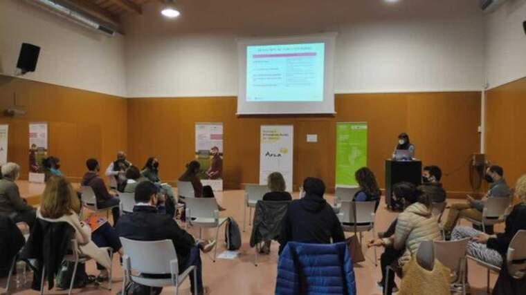 Pla obert de la presentació dels nous índexs de relleu generacional a Alpens (Osona) a finals del mes de maig