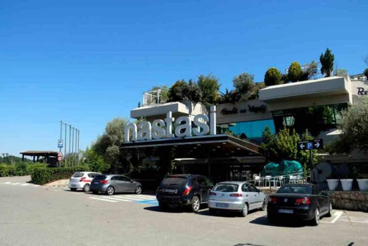 Pla obert on es pot veure l'Hotel Nastasi, que per segon any consecutiu acollirà temporers que han de fer la quarantena per contactes de covid-19