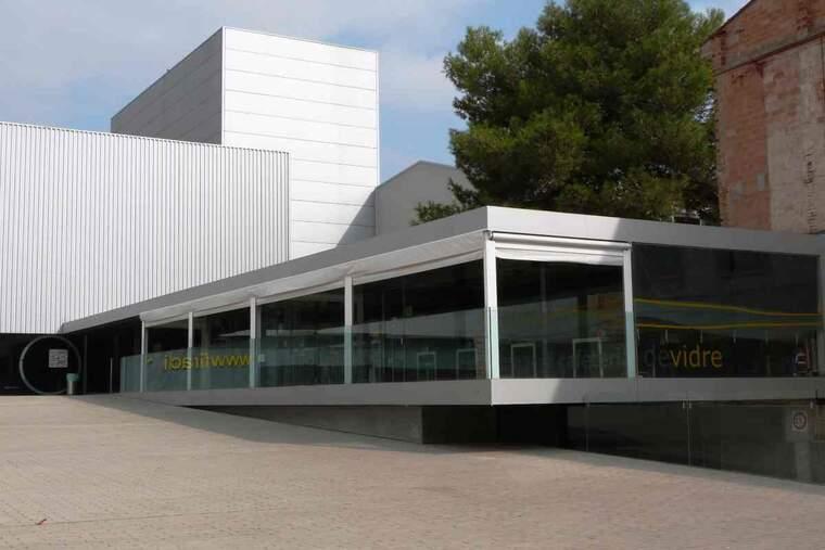 Imatge del bar del pavelló de vidre de les Borges