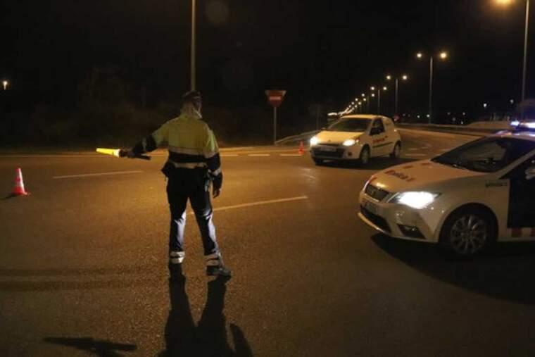 Imatge d'un control nocturn dels Mossos