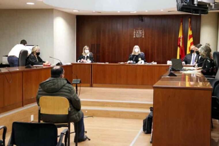 Pla general de la sala de l'Audiència de Lleida durant la celebració del judici a un home de Balaguer acusat d'abusar sexualment de la filla discapacitada d'un veí