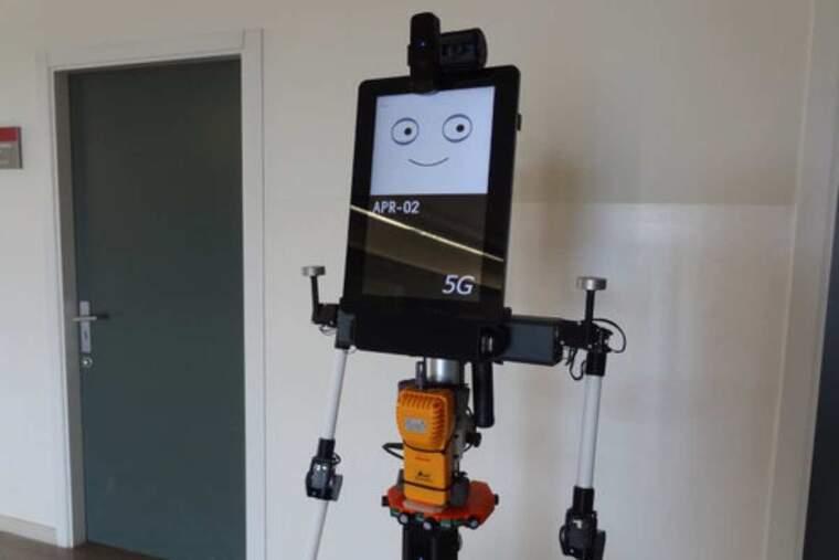 Pla obert del prototip del robot que mesura el diòxid de carboni en un espai tancat