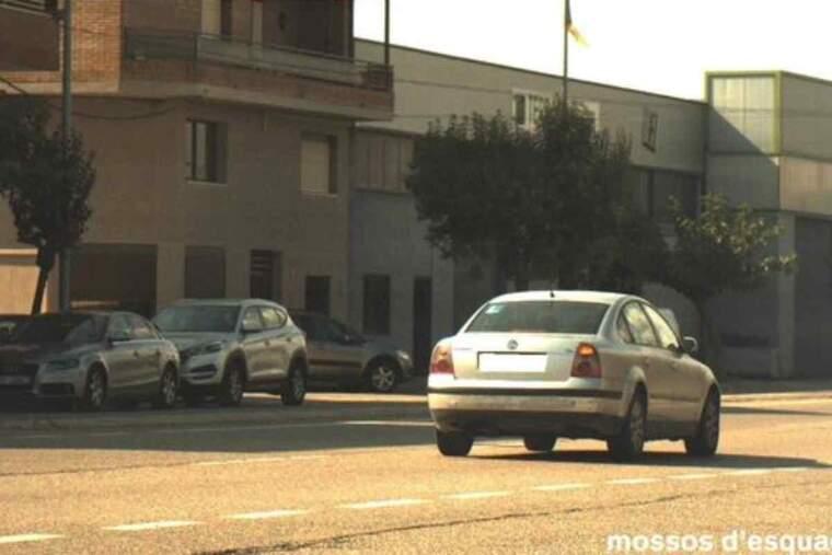 Pla de detall del vehicle circulant a 125 km/h en un tram on la velocitat està limitada a 50 km/h, al tram urbà de l'N-230 a Alguaire