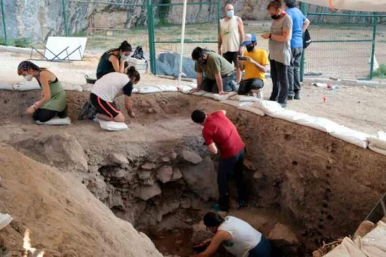 Pla de les excavacions a la Cova Gran de Santa Linya, al lloc van aparèixer les restes de la homo sapiens