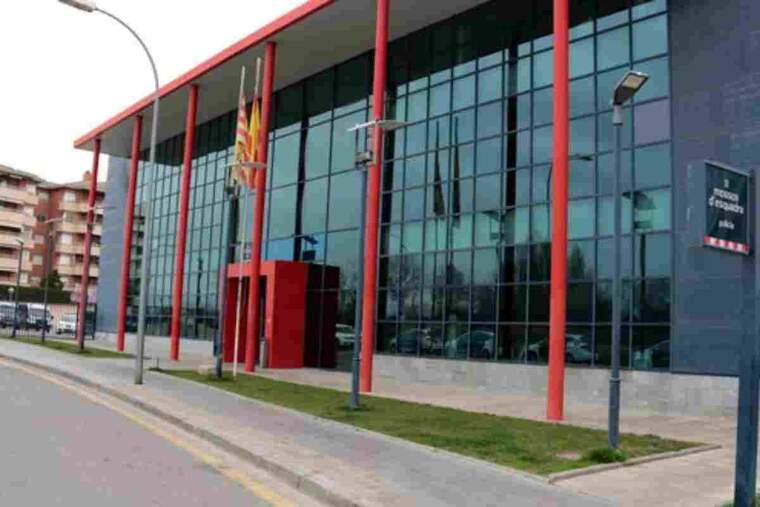 Pla general de l'exterior de la comissaria dels Mossos d'Esquadra de Lleida