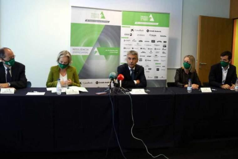 Pla mitjà del president de la Trobada Empresarial al Pirineu, Vicenç Voltes, amb altres membres de l'entitat