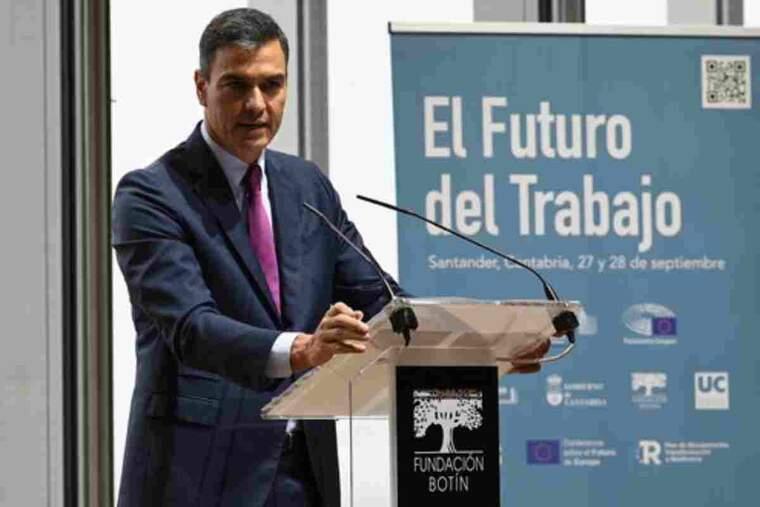 Pla mitjà del president del govern espanyol, Pedro Sánchez, durant una intervenció en unes jornades sobre el futur del treball a Santander