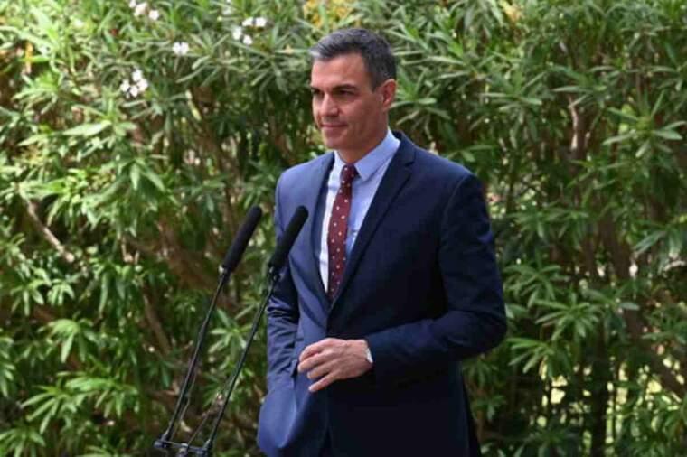 Pla mitjà del president del govern espanyol, Pedro Sánchez, en roda de premsa després de reunir-se amb Felip VI a Mallorca