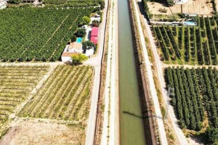 Pla obert del canal de Seròs. Imatge feta des de l'helicòpter dels Mossos durant la recerca d'una dona