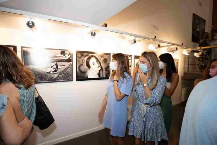 Imatge de l'exposició de dones a Alcoletge