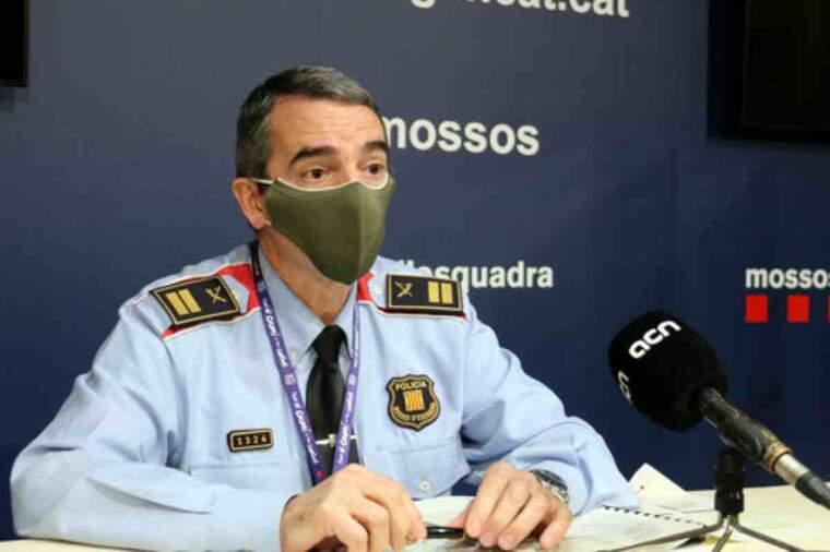 Pla mitjà del comissari portaveu dels Mossos, Joan Carles Molinero