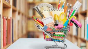 cesta con útiles escolares