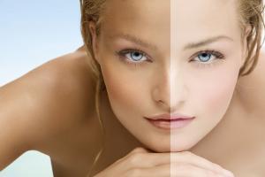 mujer con dos tonos de piel