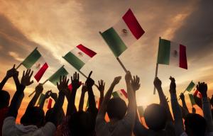niños con banderas de México