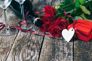 Rosas y regalos