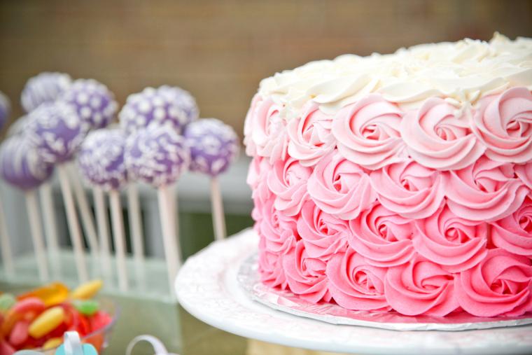 Pastel decorado en rosa