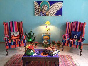 sala con decoración estilo mexicano
